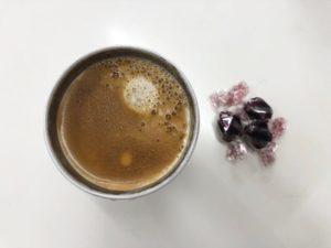 低糖質チョコレートとコーヒー